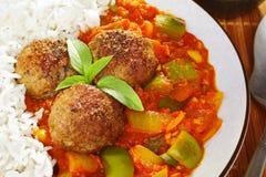 Indiska Meatballs och tomatsås Arkivfoton