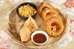 Indiska mellanmål Samosa Halwa & Imerti Royaltyfria Foton