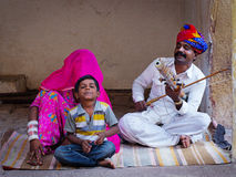 Indiska musiker som spelar musikinstrument Royaltyfri Bild