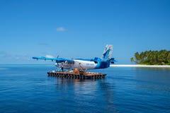 Indiska oceanen Malddives - Juni 15, 2017: En Maldivian Air Taxi wa Arkivbild