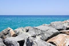 Indiska oceanenSeascape med Rocky Groyne Arkivfoto