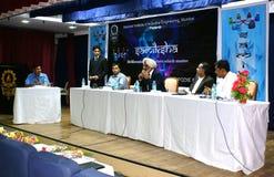 indiska panelståndaktig anhängare för företags diskussion royaltyfri bild