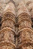 Indiska religiösa symboler på tempel i Khajuraho Royaltyfria Foton