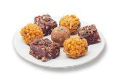 Indiska sötsaker på en platta royaltyfria bilder