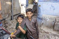 Indiska tonårs- pojkar gillar att posera Royaltyfria Bilder