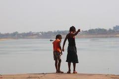 Indiskt fiska för pojkar Arkivbild