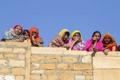 Indiskt folk i ökenfestival i Jaisalmer, Rajasthan, Indien Arkivfoton
