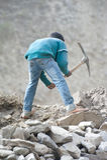 Indiskt folk som arbetar på vägkonstruktion Arkivfoton
