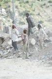 Indiskt folk som arbetar på vägkonstruktion Royaltyfri Foto