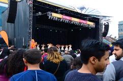 Indiskt folk som firar den Diwali festivalen i Auckland, nya Zealan Royaltyfri Bild