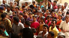Indiskt folkmassaslag på sjukhuset lager videofilmer
