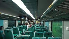 Indiskt järnväg drev till mahal Taj, uttrycklig shatabdi, Delhi Indien stock video