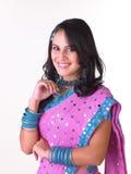 indiskt le för uttrycksflicka Royaltyfri Bild