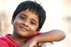 indiskt leende för pojke Arkivbilder