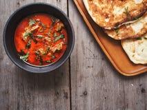 Indiskt naan bröd med curry royaltyfria foton