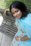 indiskt ståendekvinnabarn Royaltyfri Foto