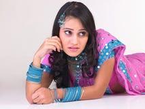 indiskt tänka för uttrycksflicka Royaltyfri Foto