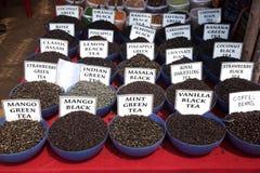 Indiskt te på marknaden Arkivbild