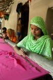 Indiskt väva för kvinna Arkivbild