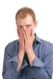 Indivíduo adulto em um isolado azul da camisa listrada Fotografia de Stock Royalty Free