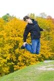 Indivíduo de salto Fotos de Stock Royalty Free