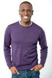 Indivíduo de sorriso novo no vestuário ocasional fotos de stock royalty free
