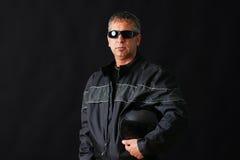 Indivíduo do motociclista com óculos de sol Fotografia de Stock