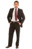 Indivíduo latino em um terno com laço vermelho foto de stock royalty free