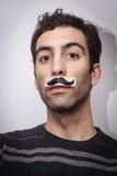 Indivíduo novo com moustaches falsificados Imagens de Stock