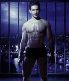 Indivíduo novo com o corpo muscular Fotos de Stock Royalty Free