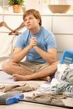 Indivíduo torubled do housework Fotografia de Stock