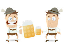 Indivíduos bávaros que comparam sua cerveja Fotografia de Stock Royalty Free