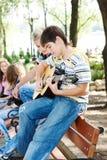 Indivíduos com guitarra Fotografia de Stock