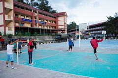 Indivíduos que jogam no jogo Sepak Takraw, Cameron Highlands, Malásia Fotos de Stock Royalty Free