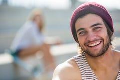 Indivíduo de sorriso feliz super Fotos de Stock