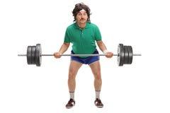Indivíduo retro que levanta um barbell pesado Fotografia de Stock