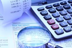 Individu Assesment d'impôts et calcul de comptabilité Images libres de droits