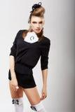 Individualidad. Modelo de moda carismático en ropa de moda. Altas costuras fotografía de archivo libre de regalías