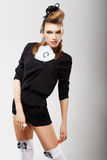 Individualità. Modello di moda carismatico in vestiti d'avanguardia. Alte mode Fotografia Stock Libera da Diritti