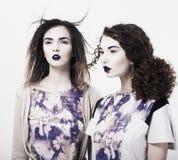 Individualität. Emo. Bezaubernde moderne Frauen. Modisches hell Make-up stockfotografie