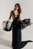 individualiteit Nadenkende Elegante Dame in Zwarte Prom-Avondjurk royalty-vrije stock afbeelding