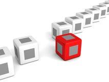 Individualiteits rode kubus uit van witte menigte Stock Afbeelding