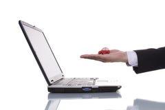 Individuazione dell'automobile sul Internet Fotografia Stock