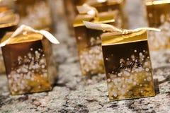 Individuella askar av Lindt choklad Arkivfoto
