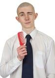 Individuo absolutamente calvo con un cepillo para el pelo foto de archivo