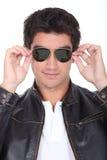 Individuo adolescente con las gafas de sol Imagen de archivo libre de regalías