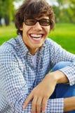 Individuo adolescente feliz en parque Fotografía de archivo