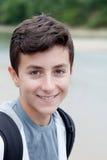 Individuo adolescente feliz que mira la cámara Imagenes de archivo