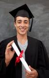 Individuo adolescente que celebra la graduación en la clase Imagenes de archivo