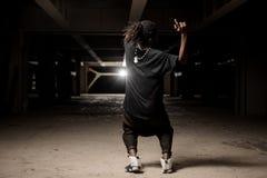 Individuo afroamericano del baile en ropa negra Imagen de archivo